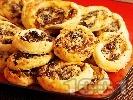 Рецепта Бутер ролца с лук и стафиди